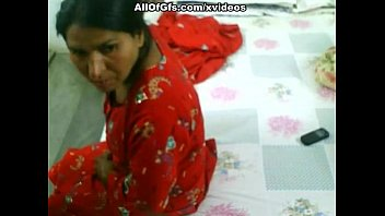 indian hairy pusy peeingg bhabi Alice sharing toys7